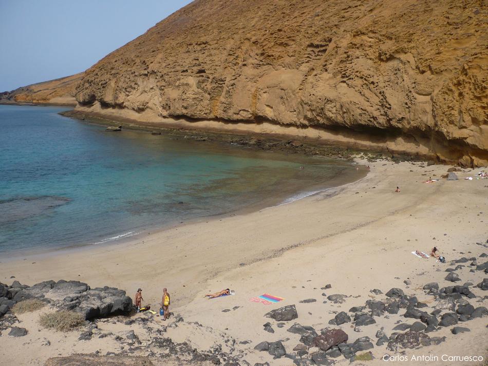 Isla de La Graciosa - Playa de La Cocina - Lanzarote - montaña amarilla