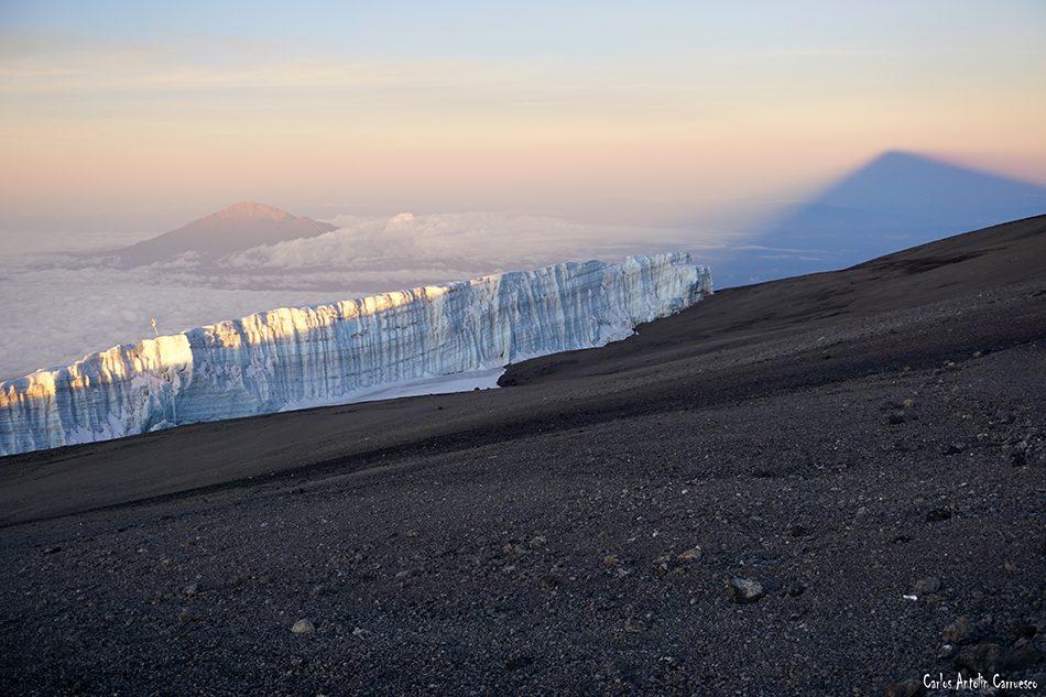 Uhuru Peak - Monte Kilimanjaro - Tanzania - proyección del kibo - monte meru