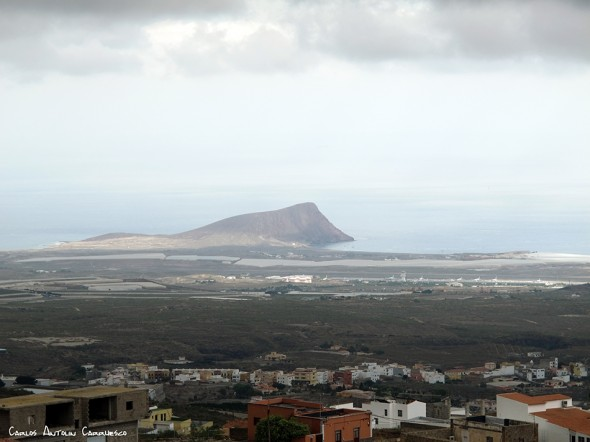 Tenerife - El Médano en el horizonte - Montaña Roja