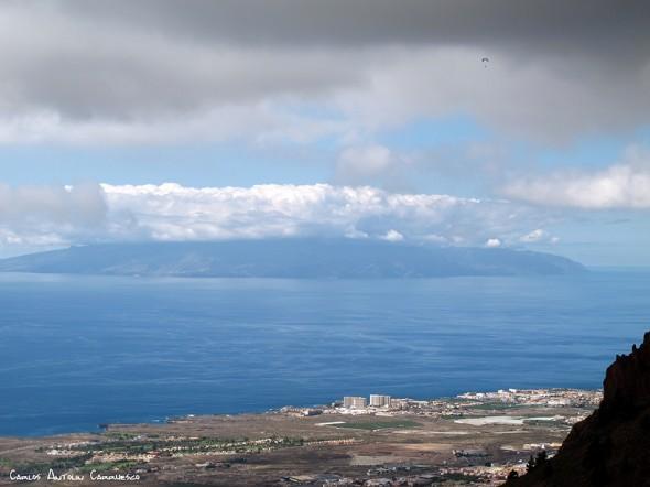 isla de La Gomera en el horizonte