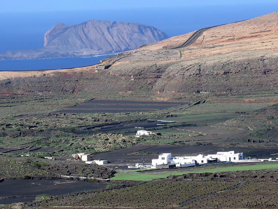 Volcán de La Corona - Ye - Lanzarote - montaña clara